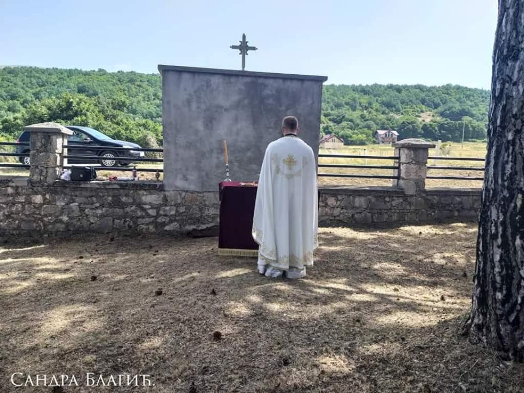 Света Литургија и помен на Барјаку